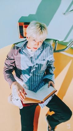 always spreading his legs🤣 Exo Ot12, Chanbaek, Baekhyun Chanyeol, Park Chanyeol, Kpop Exo, Exo K, Exo Lucky, Jimin, Kim Jong Dae