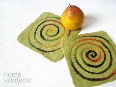Table Settings / 4 Felted coasters / 1 Felted by CoffeeGrains