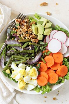 A colorful, crunchy and healthy spring vegetable cobb salad! With asparagus, green beans and a creamy basil dressing! On the table in 30 minutes!
