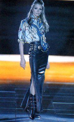 View image: 199293 Versace Catwalk Angelika1