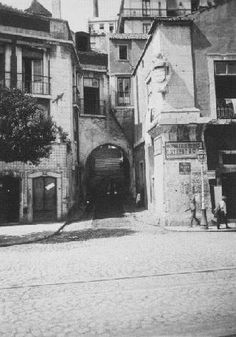 Campo das Cebolas, Lisboa Old Pictures, Old Photos, Trekking, Black And White Aesthetic, Black Wallpaper, Old City, Vintage Photography, Portuguese, Brazil