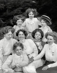librar-y:  New Zealand circa 1905. Group of unidentified young women outdoors, probably Christchurch district.