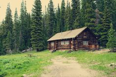 A cottage in the woods. Old Cabins, Log Cabin Homes, Cabins And Cottages, Cabins In The Woods, House In The Woods, Rustic Cabins, Forest Cabin, Forest House, Hunting Cabin