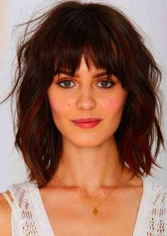 20 Haircuts with Bangs for Round Faces Short Hairstyles with Bangs for Round Faces Bobbed Hairstyles With Fringe, Bob Hairstyles For Thick, Wavy Bob Hairstyles, Round Face Haircuts, Hairstyles For Round Faces, Bob Haircuts, Trendy Haircuts, Summer Hairstyles, Short Hair Styles For Round Faces