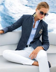 blazer met witte broek timeless fashion classic fashion outfit ideas outfitideas mode delivers online tools that help you to stay in control of your personal information and protect your online privacy. Business Casual Outfits, Office Outfits, Classy Outfits, Business Attire, Chic Outfits, Office Wear, Office Chic, Dress Outfits, Preppy Girl Outfits