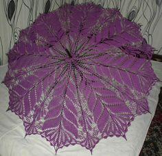 several parasols on this page Filet Crochet, Diy Crochet, Crochet Doilies, Lace Umbrella, Lace Parasol, Lace Knitting, Knitting Patterns, Crochet Patterns, Mantel Redondo