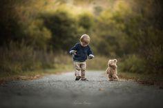 Adrian Murray photographie l'enfance à travers des photos de ses deux enfants à la découverte du monde.