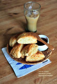 먹을수록 자꾸 손이가는 스타벅스 플레인스콘 만들기 : 네이버 블로그 Hamburger, French Toast, Bread, Cooking, Breakfast, Food, Food Food, Kitchen, Morning Coffee
