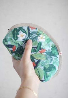 Small Makeup Bag.  Sewing Pattern & Photo Tutorial