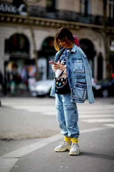 The Best Street Style Looks From Paris Fashion Week Fall 2018 - Fashionista Street Style Looks, Looks Style, Looks Cool, Paris T Shirt, Fashion Week, Paris Fashion, Autumn Fashion, Style Fashion, Street Style Trends