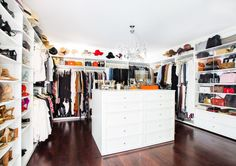Inside Pretty Little Liars Star Shay Mitchell's House in Los Angeles - Architectural Digest Shay Mitchell, Architectural Digest, Inside Celebrity Homes, Celebrity Houses, Urban Chic, Pretty Little Liars, Estilo Hollywood Regency, Vintage Crystal Chandelier, Bubble Chandelier