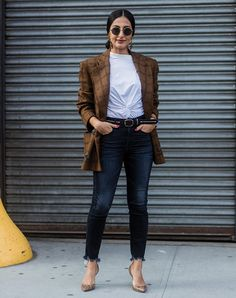 The best 50 street style looks from New York Fashion Week Fall 2017 - AOL Summer Business Casual Outfits, Summer Work Outfits, Cool Outfits, Trendy Outfits, Casual Office, Office Chic, Business Attire, Winter Outfits, Blazer Shirt