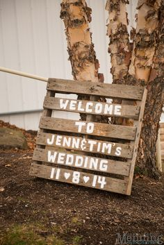Pallet wood wedding decoration at The Links at Firestone Farms in Columbiana, OH | Wedding Photography by Menning Photographic