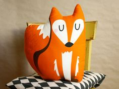 This is a sewing kit for a super-cute fox cushion. Your new sofa pal is not only an eye-catcher but he also likes to keep your company on the couch.