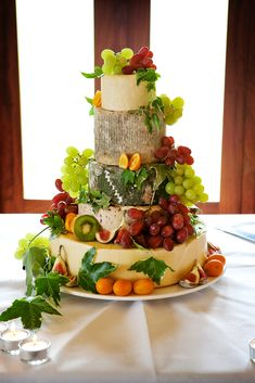 Tartas de bodas sorprendentes con quesos y frutas Best Appetizers, Finger Food Appetizers, Appetizer Recipes, Appetizer Buffet, Finger Foods, Cheesecake Wedding Cake, Wedding Reception Food, Cheese Platters, Cake Mix Recipes