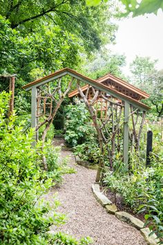This Low-Maintenance Garden Is Filled With Blooming Flowers - Southern Living blooming Perennials maintenance Perennials full sun ideas Pergola Swing, Pergola With Roof, Pergola Cover, Pergola Ideas, Rustic Pergola, Low Maintenance Garden, Natural Garden, Colorful Garden, Blooming Flowers