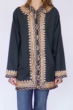 Vintage geborduurde kaftan blouse available at www.secondhandnew.nl