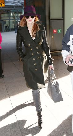 Im digging this outfit!!! everything is perfect from the hat, shades and that coat! love it!!