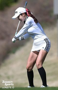 Develop A New Hobby By Playing Golf. If you are looking forward to taking up a new sport, why not give golf a try? A game of golf offers a competitive, social atmosphere in beautiful outdoor s Girl Golf Outfit, Cute Golf Outfit, Girls Golf, Ladies Golf, Golf Sport, Sexy Golf, Golf Photography, Bikinis For Teens, Golf Player