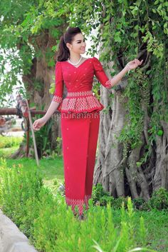 Lace Skirt And Blouse, Lace Dress, Cambodian Wedding Dress, Khmer Wedding, Thai Traditional Dress, Traditional Outfits, African Fashion Dresses, African Dress, Thailand Fashion