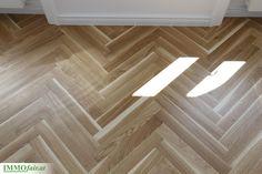 Alle #Wohnungen sind mit Fischgräten Parkettboden ausgestattet. Hardwood Floors, Flooring, Tile Floor, Condominium, Apartments, Wood Floor Tiles, Wood Flooring, Tile Flooring, Floor