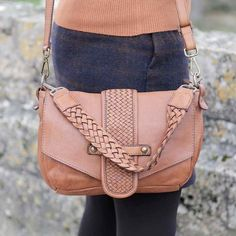 Petit sac camel CELESTE - Cuir végétal Bags, Fashion, Nice Purses, Leather Working, Pouch, Handbags, Moda, Fashion Styles, Fashion Illustrations