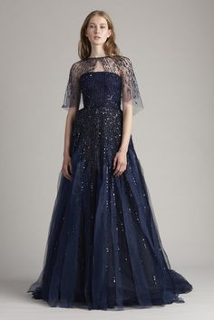 Monique Lhuillier Resort Look 37 NBNB sleeves Haute Couture Gowns, Couture Dresses, Fashion Dresses, Glamour, Pretty Outfits, Pretty Dresses, Evening Dresses, Formal Dresses, Beautiful Gowns