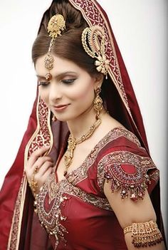 Indian Wedding Dresses | ... jewelry. This is the most traditional Indian bridal look ever