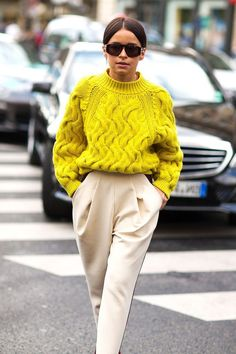 Chérie: Street Style From Paris Fall 2014 Day 5 of Paris Fashion Week and the street style is still tres chic! See all of the latest looks here.Day 5 of Paris Fashion Week and the street style is still tres chic! See all of the latest looks here. Street Style Outfits, Looks Street Style, Autumn Street Style, Mode Outfits, Looks Style, Summer Street, Basic Outfits, Trend Fashion, Look Fashion