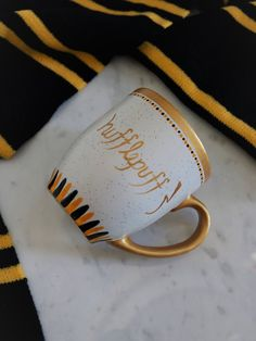 Hufflepuff Mug / Harry Potter Mug / Gift Ideas for Harry Potter Fans / Personalized Hand Painted Coffee Cup / Hogwarts House / Modern Ceramics / Gold Detail / Muggle / Birthday Gift / Housewarming Gift Mug Harry Potter, Harry Potter Houses, Hogwarts Houses, Police Cursive, Pisces Birthday, Hufflepuff Pride, Mischief Managed, Sirius Black, Libros