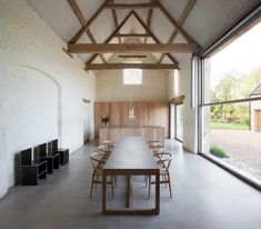 Barn conversion of dreams! Home Farm by John Pawson as seen in Est Living. John Pawson, British Architecture, Interior Architecture, Gable House, Contemporary Barn, Barn Renovation, Rural Retreats, Terrazzo Flooring, Modern Country