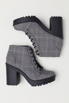 Source by fashion boots Platform Ankle Boots, Black Ankle Boots, High Heel Boots, Heeled Boots, High Heels, Hype Shoes, Women's Shoes, Fashion Boots, Sneakers Fashion