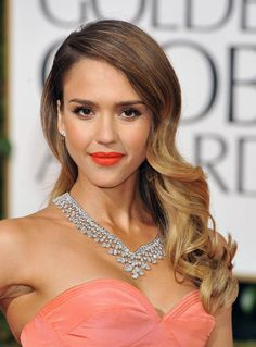 Jessica Alba in Harry Winston  Dressed in a strapless Oscar de la Renta gown, Jessica Alba accessorized her plunging neckline with a striking Mrs. Winston necklace from Harry Winston. A ring and a pair of platinum and diamond earrings completed the sparkling look.    By Anne-Sophie Mallard. Translated by Rachel Huber