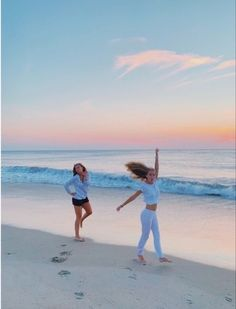 Beach Aesthetic, Summer Aesthetic, Best Friend Pictures, Friend Photos, Summer Pictures, Beach Pictures, Beach Pics, Beach Day, Beach Trip