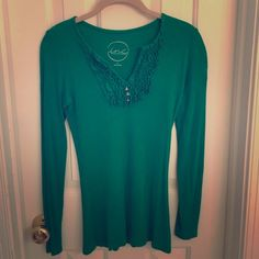 INC Kelly Green Sweater - Small Worn once and hand washed. Super pretty and soft, this thin sweater is slim fitting with long sleeves and a longer length. Great paired with skinny jeans and heels. INC International Concepts Tops