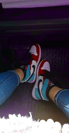Aesthetic Shoes, Bad Girl Aesthetic, Jordan Shoes Girls, Girls Shoes, Chill Photos, Souliers Nike, Cute Emo Girls, Blue Aesthetic Pastel, Best Photo Poses