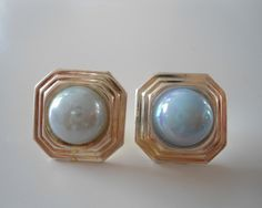 Check out these new earrings in my shop!  https://www.etsy.com/nl/shop/SammiesVintage…  #vintage #80s #clipon #clipon #pink #fuchsia #urban #fashion #vintageearings #white #gold #pearl #blue #vintage #jewellery #earrings #statementearrings #80searrings #urbanearrings #funkyearrings #etsy #sammiesvintage