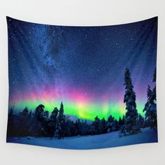 Aurora Borealis Over Wintry Mountains Wall Tapestry