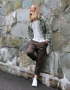 This knitted leopard coat is quite possibly the coolest ever, if we do say so ourselves. It's a bit of a job to knit it, but oh, so worth it in the end! Leopard Coat, Pickles, Knitting Patterns, Normcore, Style, Fashion, Swag, Moda, Knit Patterns