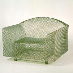 Ci fosse anche un cuscino, tanto per non avere il culo a mo di griglia..  (Shiro Kuramata 1987 - 2009)