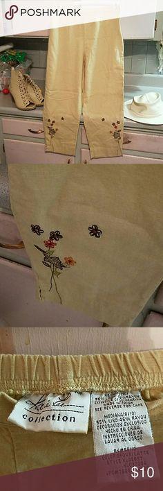 Kathy Lee flowered capris Excellent condition. No flaws. Medium 8/10 Kathie Lee Pants Capris