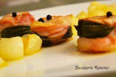 Muschiulet de porc cu garnitura de ceapa este un preparat clasic, aromat, rapid si foarte aspectuos care poate fi servit ma masa de pranz. Exista multe retete cu carne de porc insa putine reusesc sa ne satisfaca in totalitate gusturile. Daca mai adaugam ca de multe ori carnea obtinuta este tare si putin aromata atunci peisajul e complet. Fusilli, Bloody Mary, Sushi, Bacon, Ethnic Recipes, Pork, Pork Belly, Sushi Rolls