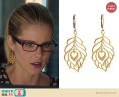 Felicity's peacock feather earrings on Arrow. Outfit Details: http://wornontv.net/24146 #Arrow #fashion
