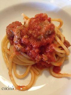 Spaghetti alla chitarra con sugo di salsiccia toscana | CuciniAmO