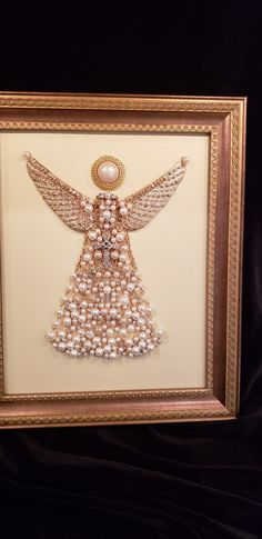Pearl Angel with Cross Christmas Button Crafts, Jewelry Christmas Tree, Diy Christmas Ornaments, Costume Jewelry Crafts, Vintage Jewelry Crafts, Mom Jewelry, Jewelry Tree, Christmas Mosaics, Faith Crafts