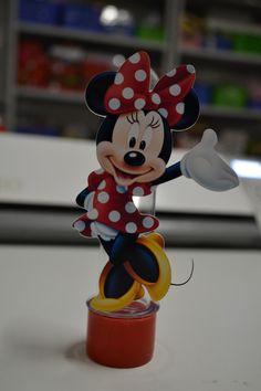 Lindo Tubete com aplique da Minnie Vermelha <br> <br>Pedido Mínimo: 10 unidades <br>* Não Acompanha bala <br>Tempo de Produção: 7 dias úteis após a confirmação de pagamento <br>Tamanho do Tubete: aprox 13 cm altura <br>Cores da tampa dísponível: rosa, pink, branca, vermelho, amarelo <br>Impresso em papel fotografico 240 g Mickey Mouse, Minnie Mouse Theme, Minnie Mouse Birthday Decorations, Mini Mouse, Mouse Parties, First Birthdays, Baby Kids, Alice, Rosa Pink