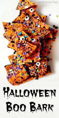 If you love chocolate and Halloween, you'll definitely want to make an easy and fun batch of Halloween Boo Bark! Get the recipe and lots of fun Halloween inspiration  at As The Bunny Hops! Halloween Cupcakes, Halloween Sweets, Halloween Goodies, Easy Halloween Treats, Halloween Chocolate, Halloween Tags, Theme Halloween, Halloween Food For Party, Halloween Food Crafts