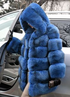 Bleu royal saga fox fur coat capuche comme veste sable mink lynx silver chinchilla                                                                                                                                                                                 Plus