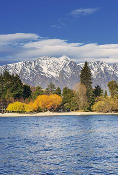 Lake Wakatipu n remarkables mountains range, Queenstown, South Island_ New Zealand