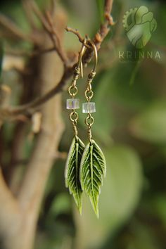 Polymer clay leaf earrings by Krinna on DeviantArt Polymer Clay Kunst, Fimo Clay, Polymer Clay Charms, Polymer Clay Projects, Polymer Clay Creations, Polymer Clay Earrings, Clay Design, Bijoux Diy, Ceramic Jewelry